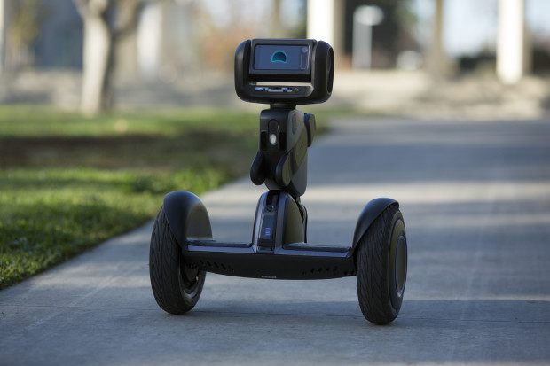 Loomo: Combining a smart robot with a mini transporter